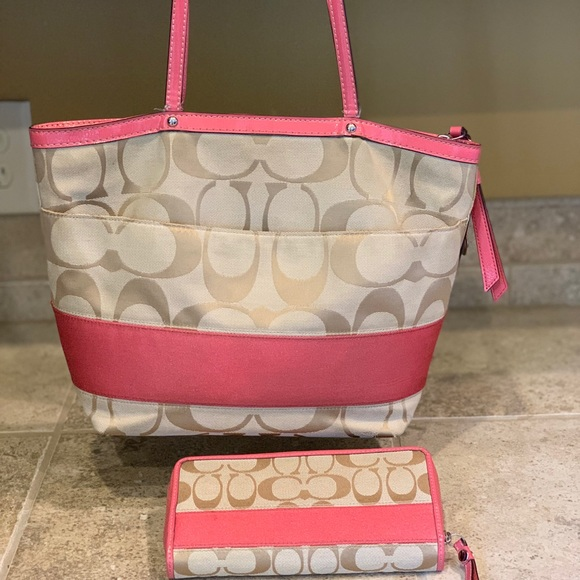 Coach Handbags - Coach Tote and Matching wallet